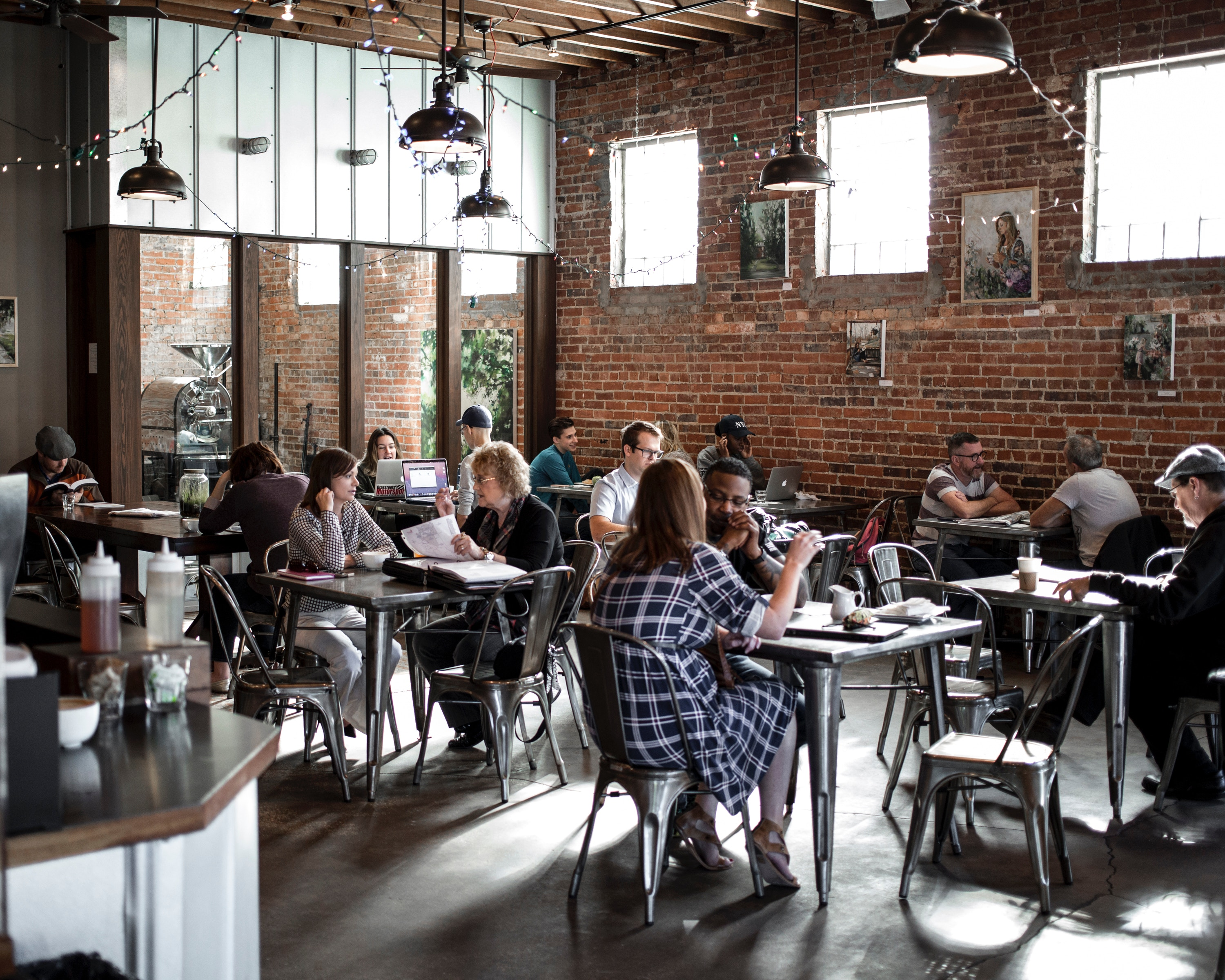 6 Ideas to Attract More Customers in Your Restaurant